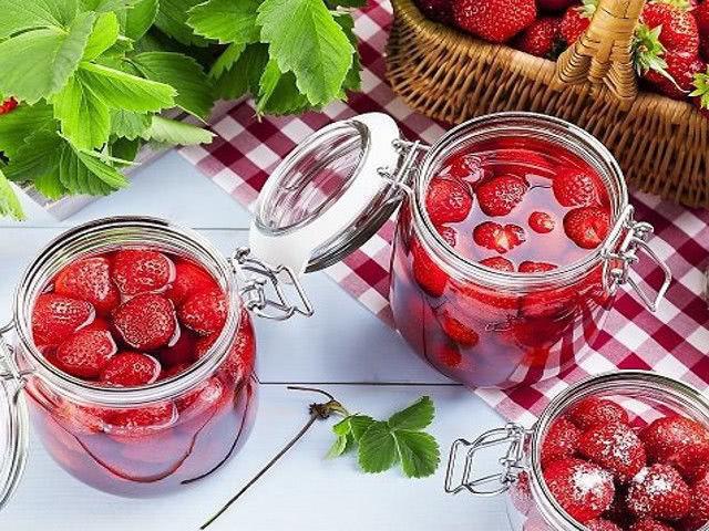 Варенье из клубники с целыми ягодами на зиму: классический рецепт и 5-минутка