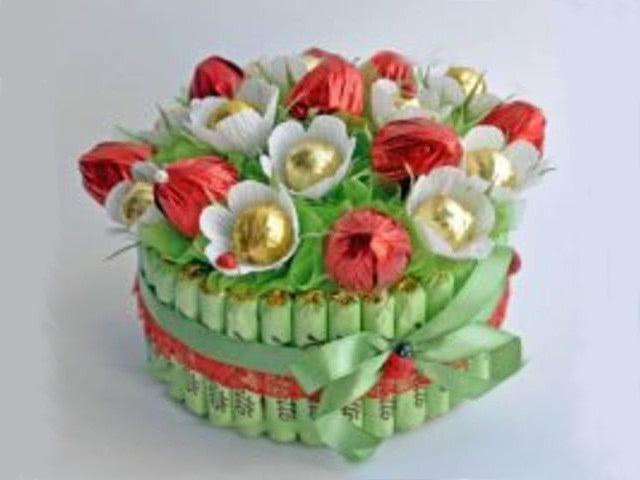 Детские поделки на день рождения своими руками для мамы, папы, бабушки и подруги: не сложно из бумаги и конфет