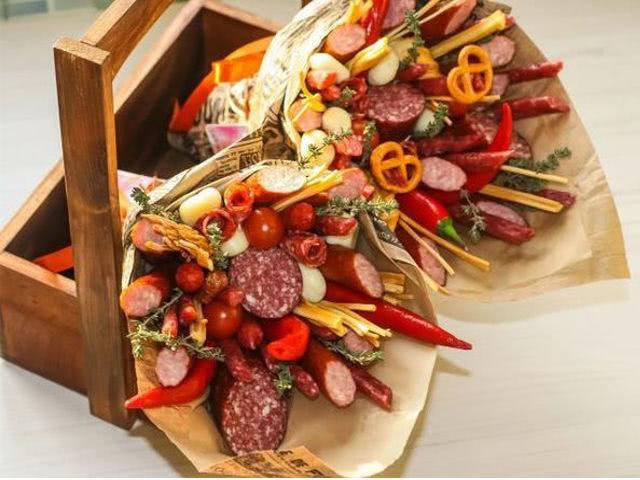 Букет из колбасы для мужчины своими руками: ...