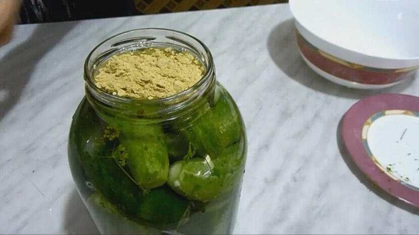 Пошаговый рецепт засолки огурцов холодным способом с горчицей на банку 3л_2