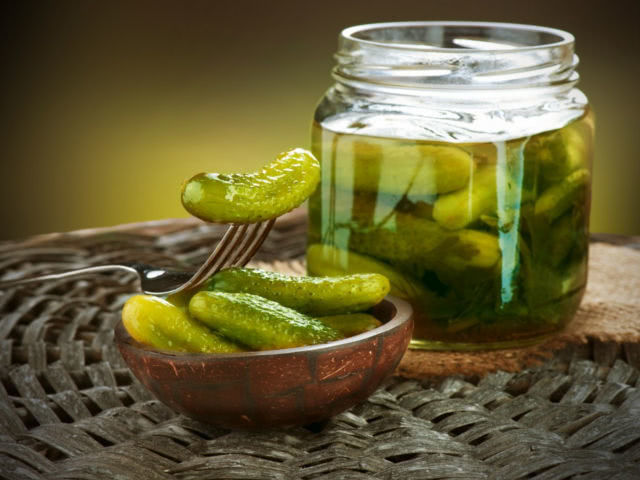 Сохраняются ли полезные свойства огурцов при солении
