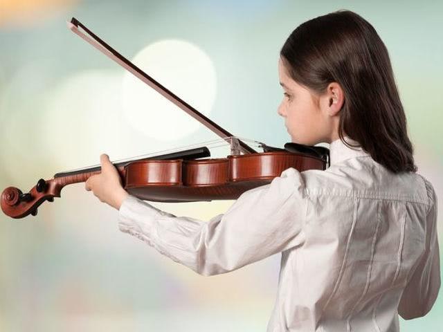 Занятия музыкой могут улучшать успеваемость по другим ...