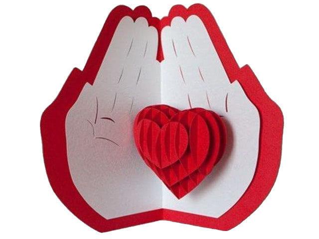 Валентинка своими руками из бумаги для детей «Сердце в ладонях»: мастер-класс для ребенка_1
