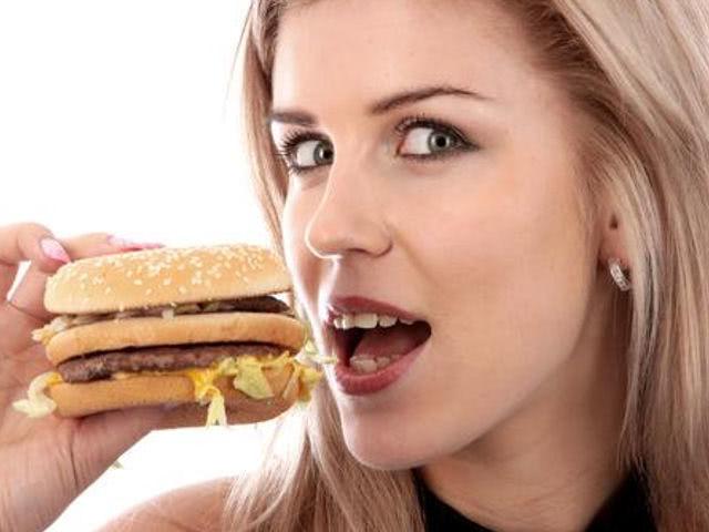 Увеличение потребления фаст-фуда ведёт к росту сердечных ...