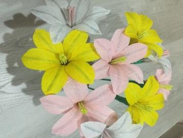Цветы из гофрированной бумаги своими руками: схемы и шаблоны для вырезания, мастер-классы пошагово по изготовлению