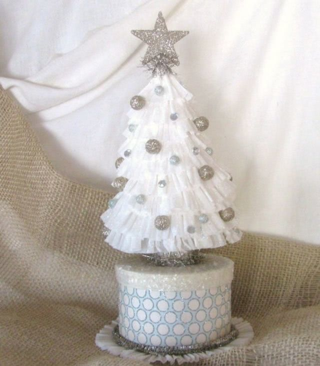 Простоя новогодняя елка из гофрированной бумаги своими руками_1